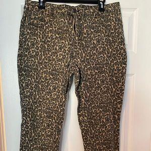 d. Jeans leopard print ankle jeans